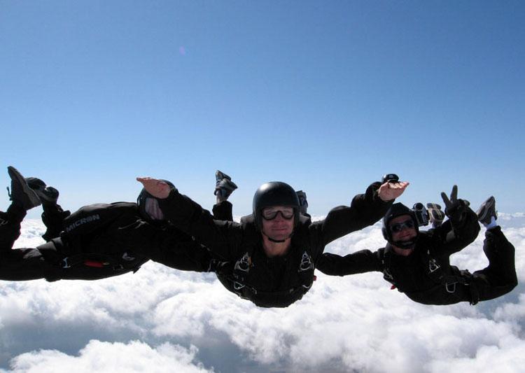Skoki spadochronowe nad Warszawą