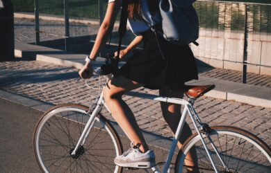 wycieczka rowerowa dziewczyna na rowerze