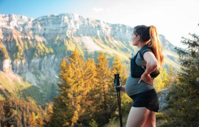 ciąża - jak podróżować - kobieta w górach
